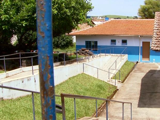 Escola negou que professores não tenham supervisionado trabalho de aluno em Campanha (Foto: Reprodução EPTV)