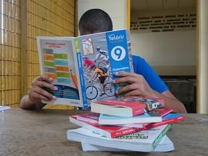 Para fazer vestibular, jovem estudou por conta própria (Foto: Caio Gomes Silveira/ G1)