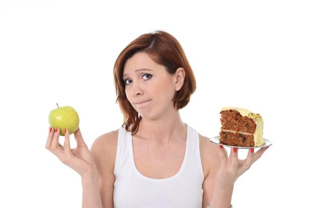 """Use a técnica do """"lanche preventivo"""": carregue sempre consigo uma comida saudável para aquela hora que dá vontade de desistir (Foto: Think Stock)"""