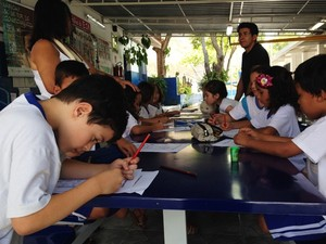 Professores e crianças em escola de Campinas, no interior de SP (Foto: Arthur Menicucci/ G1 Campinas))