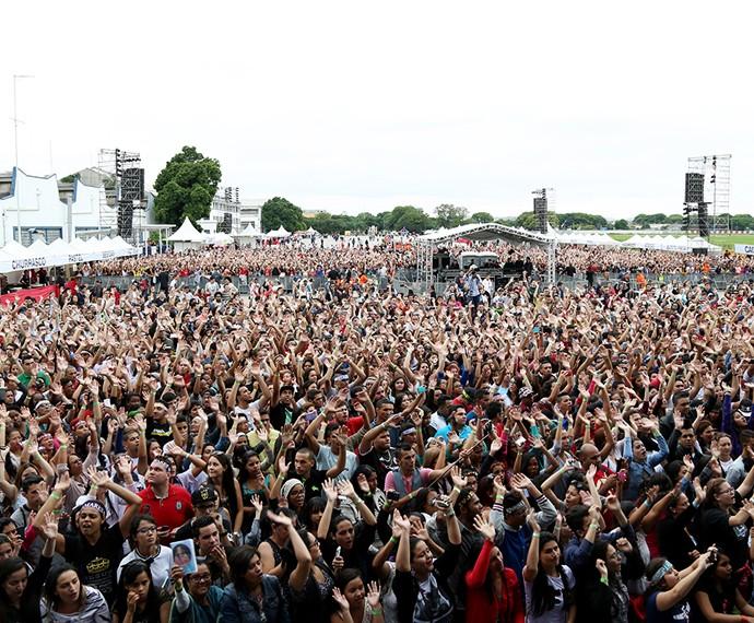O público louvou junto com a cantora gospel (Foto: Carol Caminha/Gshow)