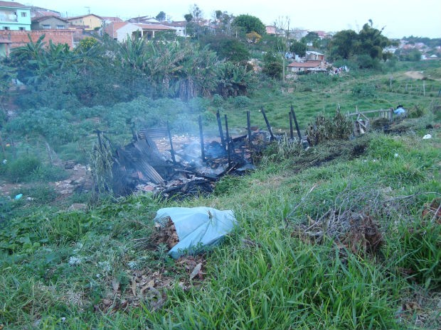 Polícia investiga o caso e suspeita que o incêndio foi criminoso. (Foto: Suéllen Rosim/TV Tem)
