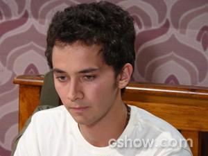 Ben fica perplexo (Foto: Malhação / TV Globo)