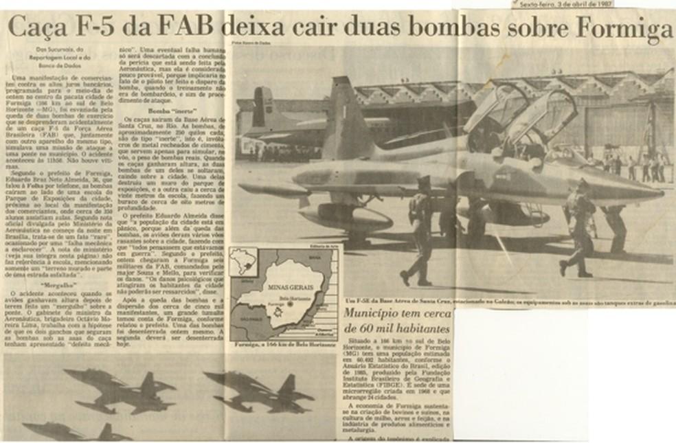 Notícia publicada em jornal da época: queda de bombas em Formiga tiveram ampla cobertura pela imprensa (Foto: Poder Aéreo/Divulgação)