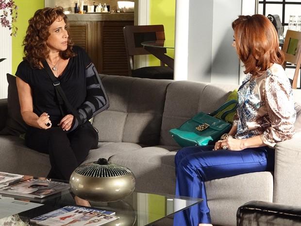 Wanda descobre que a  investigação já está na polícia federal (Foto: Salve Jorge/TV Globo)