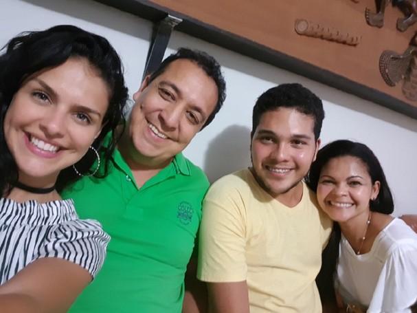 Paloma Bernardi e a família (Foto: Divulgação)