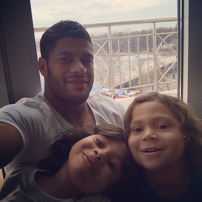 Hulk com as filhas (Foto: Instagram)