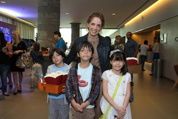 Poliana Abritta com os filhos (Foto: Thyago Andrade / Brazil News)