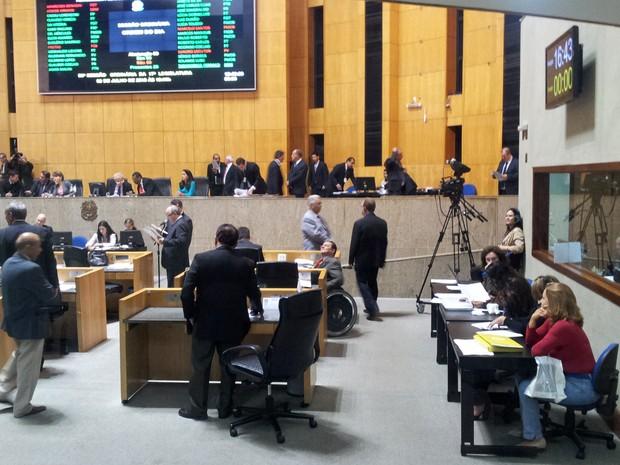 Plenário da Ales durante sessão polêmica desta terça-feira (2) (Foto: Leandro Nossa/G1 ES)
