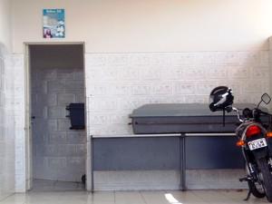 Segundo Sindipol, câmara de resfriamento não funciona há sete anos. (Foto: Emerson Mota Rocha/Sindipol)