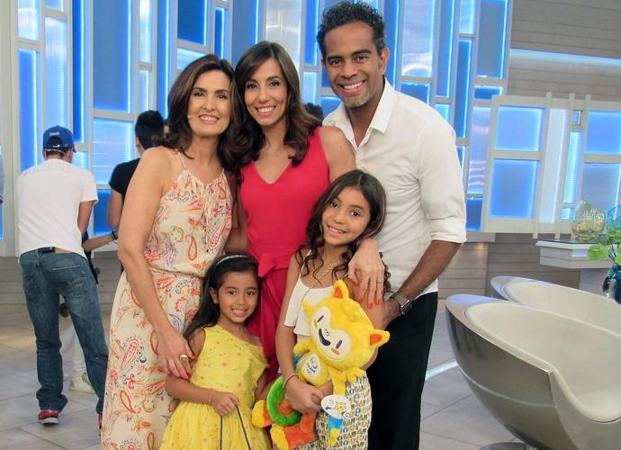 Jairzinho e Tania Kalil trouxeram as filhas para o programa (Foto: Melina Mantovani/ Gshow)