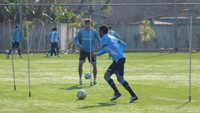Wallace Reis Pedro Geromel Grêmio (Foto: Eduardo Moura/Globoesporte.com)
