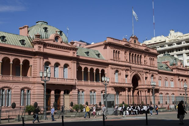 A tradicional sede do governo, com sua cor tradicional, começou a ser construída em 1882 (Foto: © Haroldo Castro / ÉPOCA )