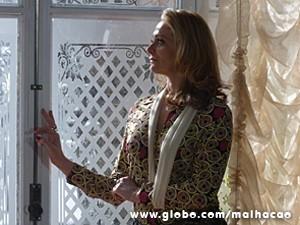 Depois, Maura fica triste com a saída de Hernandez (Foto: Malhação / TV Globo)