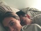 Juju Salimeni faz 'selfie' romântico