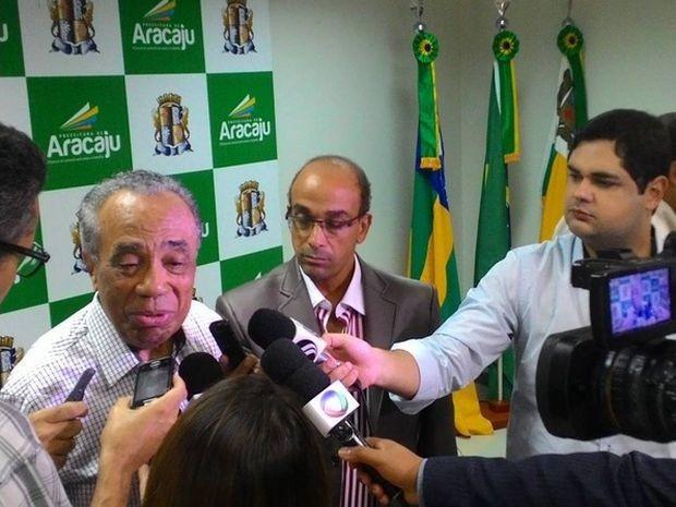 Prefeito João Alves Filho anuncia programação do réveillon (Foto: Prefeitura de Aracaju/Divulgação)