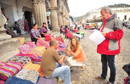 Grazi gravou cenas na Guatemala para viver Esther, em 'Flor do Caribe' João Miguel Junior