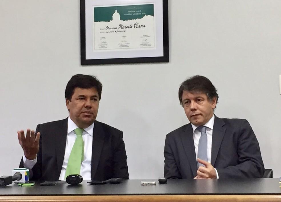 O ministro da Educação, Mendonça Filho, ao lado do presidente do Impa, Marcelo Viana, nesta sexta-feira (13), no Rio (Foto: Káthia Mello/G1)