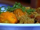 Cozinheira ensina a fazer galinhada com pequi, em Goiânia; veja receita