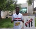 Ex-Fla, volante Toró tenta recomeço  no futebol brasileiro pelo Anápolis