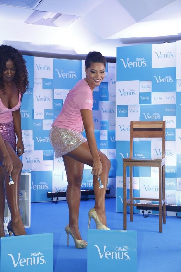 Juliana Alves em evento no Rio (Foto: Roberto Filho e Alex Palarea / AgNews)