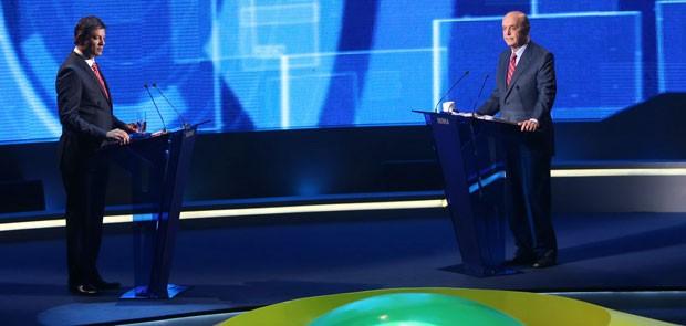 Fernando Haddad e José Serra participam de debate (Foto: JF Diorio/Estadão Conteúdo )