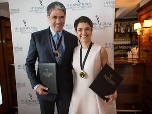 William Bonner e Sandra Annenberg participaram da cerimônia em NY (Foto: Robert Caplin/Emmy International)