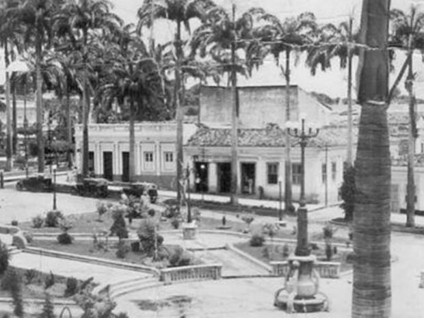 Bar do Bugre funcionou em frente à Praça Alencastro, no Centro Histórico de Cuiabá (Foto: Almanaque Cuiabá de Cultura Popular)