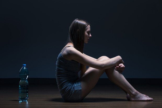 Mulher; anorexia; bulimia (Foto: Thinkstock)