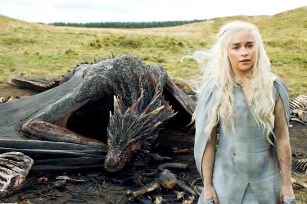 A atriz Emilia Clarke em cena de 'Game of Thrones' (Foto: Reprodução)