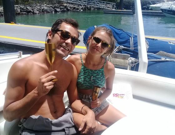 Eduardo Sterblitch e Louise D'Tuani: o noco integrante do programa Amoe e Sexo, da TV Globo, tem segunda lua de mel na Bahia (Foto: Divulgação)