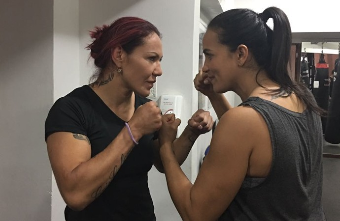 Cris Cyborg e Erica Paes MMA (Foto: Ana Hissa)