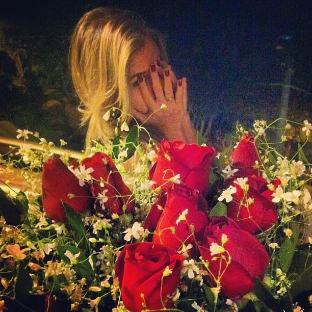 Ex-BBB Adriana ganha flores de Rodrigão (Foto: Instagram/ Reprodução)