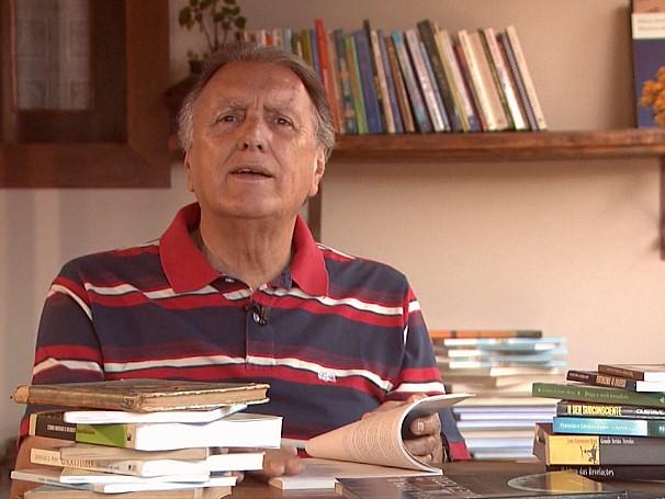 Projeto incentiva a leitura dos moradores de Morro do Ferro (Foto: Globo)