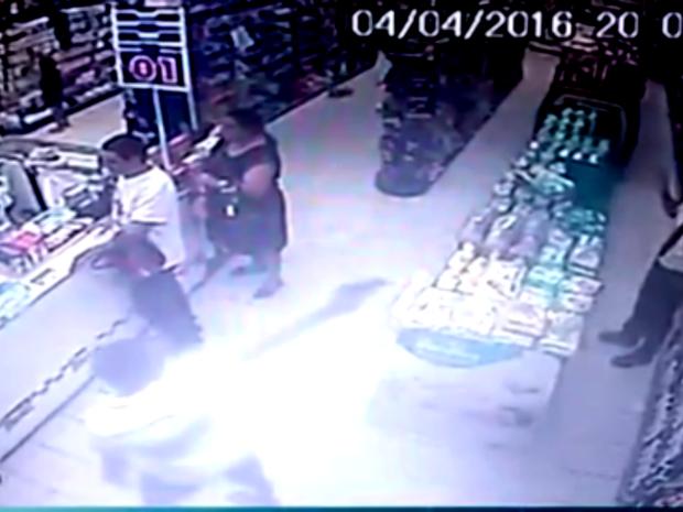 Vigilante foi baleado durante assalto em Natal (Foto: Reprodução/Inter TV Cabugi)