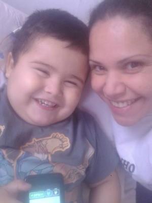 Após ano dramático, mãe tenta continuar livre para permanecer em hospital (Foto: Viviane Cunha/Arquivo Pessoal)