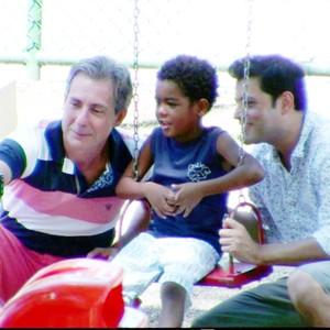 Casal gay é criticado por adotar criança em cena  (TV Globo)