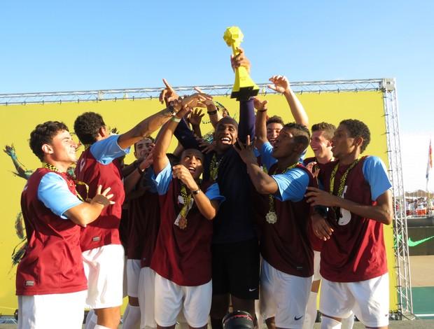 Seleção Gaúcha levanta o troféu do futsal (Foto: Daniel Cardoso (Globoesporte.com))