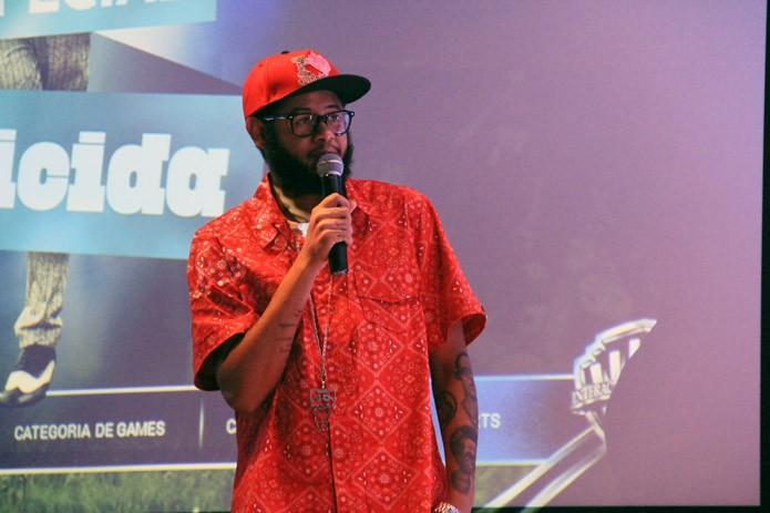O rapper Emicida é o músico brasileiro convidado para integrar a trilha sonora de FIFA neste ano (Foto: Renato Bazan/TechTudo)