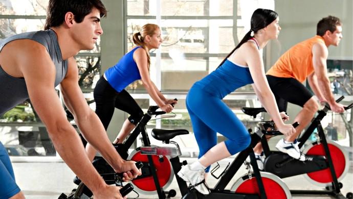Exercício na bicicleta euatleta (Foto: Getty Images)