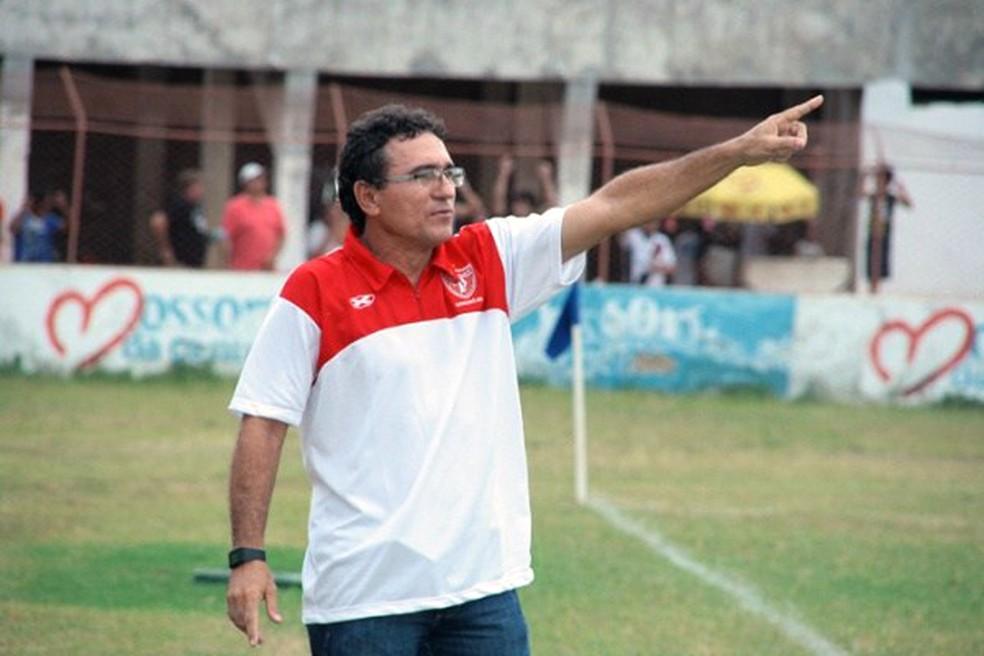 Júnior Xavier encerrou a carreira em 1998, no Potiguar de Mossoró; atualmente, é comentarista esportivo (Foto: Divulgação)