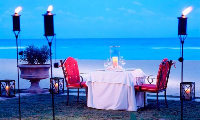 Jantarzinho a dois na beirinha da praia