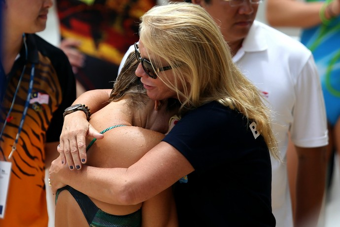 Juliana Veloso e a treinadora Andrea Boheme (Foto: Satiro Sodré / SSPress)