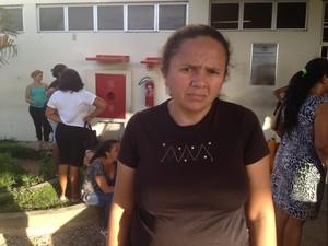 Mãe reclama da demora para agendar cirurgia do filho com queimadura (Foto: Catarina Costa/G1)