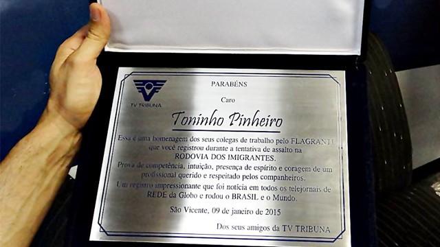 Placa de Homenagem da TV Tribuna ao cinegrafista Toninho Pinheiro (Foto: Roberto Strauss)