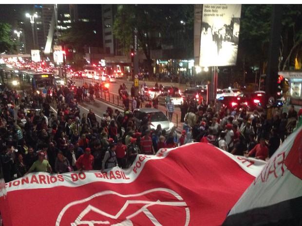 Manifestação anti-impeachment bloqueia sentido consolação da Avenida Paulista, no Centro de SP (Foto: Glauco Araújo/G1)