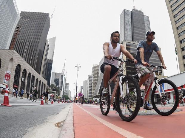 Ciclistas no primeiro dia oficial de abertura da Paulista (Foto: Flávio Moraes/G1)