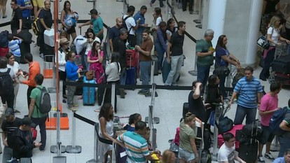 Mau tempo atrapalha operações de pousos e decolagens no aeroporto Santos Dumont, no Rio