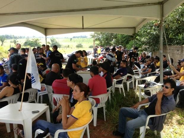 Agentes penitenciários entraram em greve nesta quarta-feira por tempo indeterminado (Foto: Larissa Matarésio/G1)