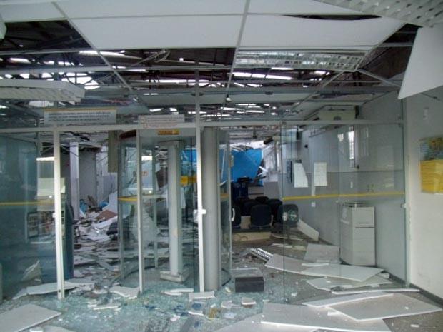 Agência do Banco do Brasil ficou destruída após ataque (Foto: Jair Medrado/Site A Voz de Brejões)